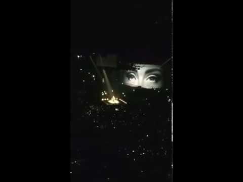Adele in Paris - Hello