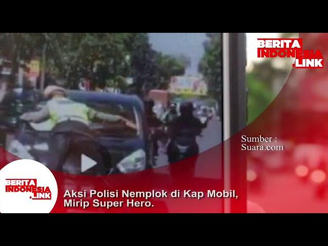 Aksi nekat dan berani polisi menahan mobil pelanggar lalulintas di Bandung