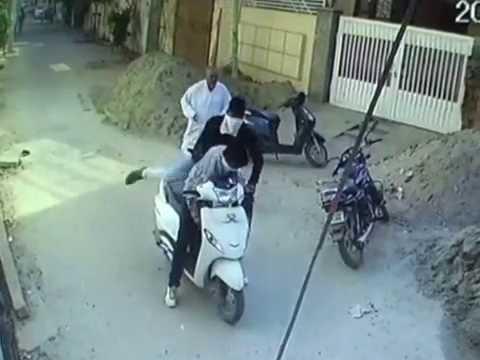 ludhiana cctv loot live shots,लाइव शॉट्स लूट के,70 ਲਖ ਦੀ ਲੁੱਟ ਦੇ ਲਾਯੀਵ ਸ਼ਾਟ੍ਸ ਜਗਰਾਓਂ ਚ