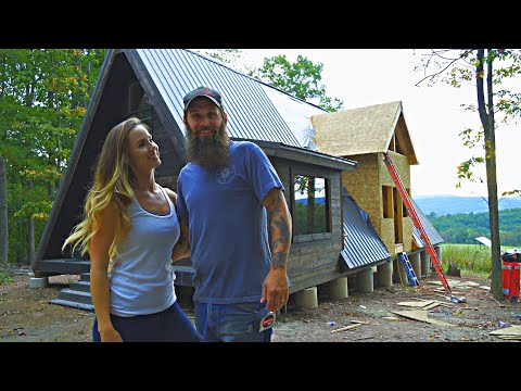 TIMELAPSE- House Built By Couple in 20 Minutes