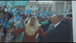 Под мирным небомКазахстана.Книжная выставка в библиотеке А.С.Пушкина