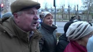 Жители перекрыли Московское шоссе, требуя включить горячую воду и отопление