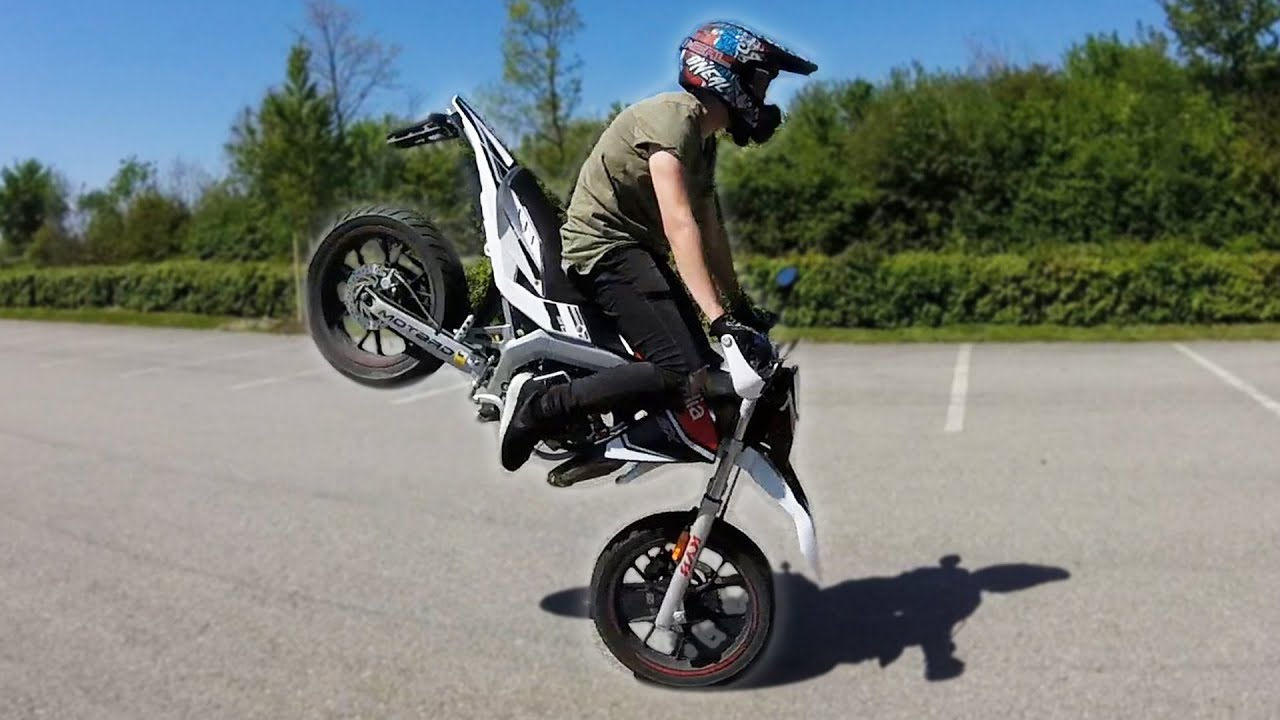summertime supermoto stunts wheelies angry guy ktm beta aprilia 125cc 50cc youtube. Black Bedroom Furniture Sets. Home Design Ideas