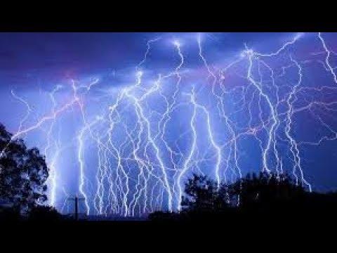 شاهد أكثر الناس حظا نجو من صاعقة البرق | حوادث لاتصدق | أقوى الصواعق الرعدية حول العالم