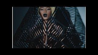 Певица никки минаж показала в новом клипе krippy kush свою грудь