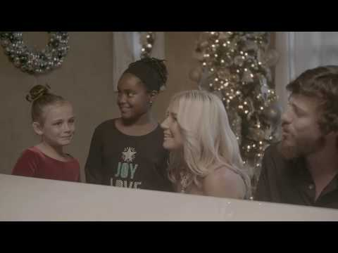 "Ridder - Chris Janson Shares Video For ""It Is Christmas"""