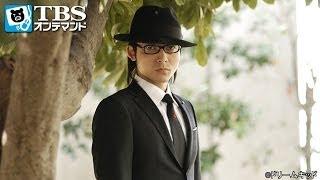 交通事故で死亡した咲子先生の告別式で悲嘆にくれる探偵575(吹越満)。同...