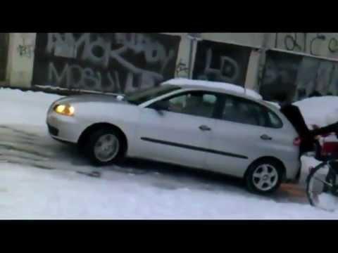 video de iarna un mix cu masini pe gheata accidente si momente funny youtube. Black Bedroom Furniture Sets. Home Design Ideas