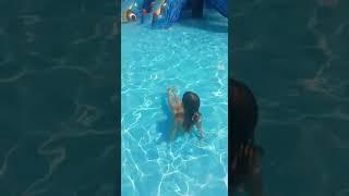 Эвелина в аквапарке в Лоо