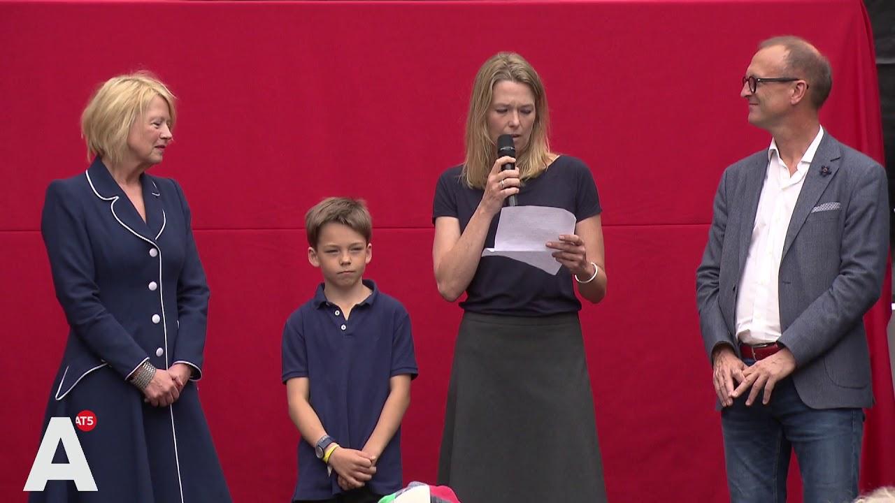 Zoon Edze En Weduwe Femke Van Der Laan Openen Expositie