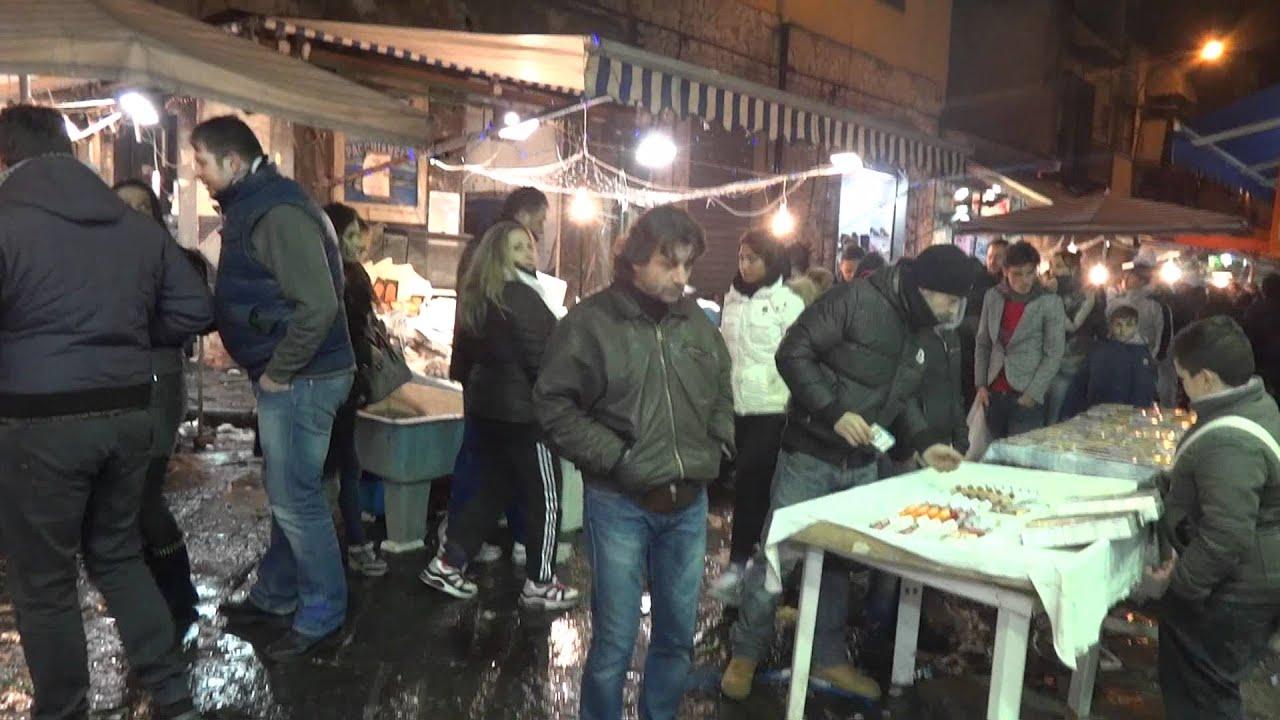 Mercato del pesce a napoli 39 ngopp e mur 31 12 2011 youtube - Mercato di porta nolana ...