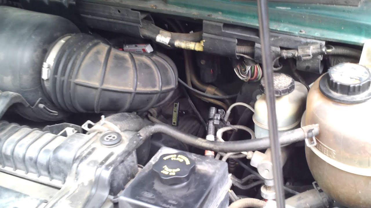 Engine shake 2000 Ford Econoline E150 - YouTube