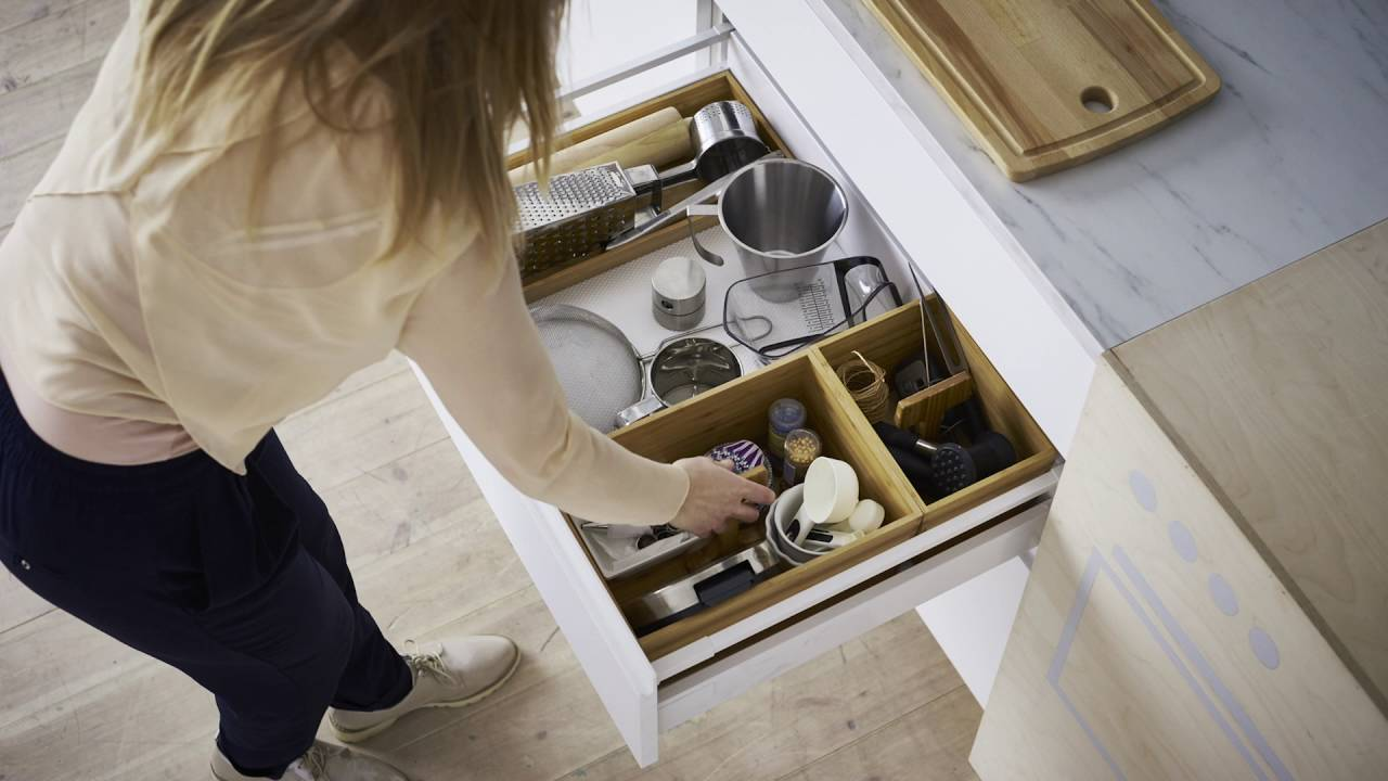 id e ikea l 39 art d 39 organiser une cuisine youtube. Black Bedroom Furniture Sets. Home Design Ideas