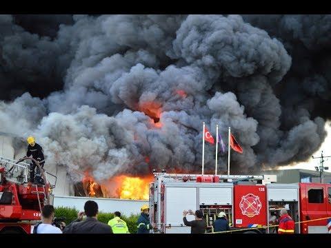 Tiranë, zjarr i fuqishëm dhe shpërthime në një fabrikë riciklimi në Kashar