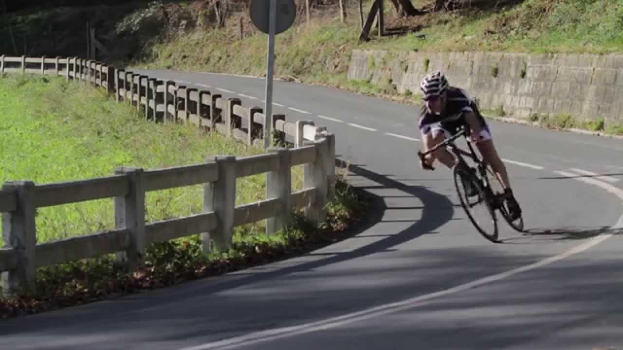 Técnica de Bajada en Carretera con Mikel Azparren - YouTube 0c8685ed8fc