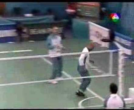 ภาพกีฬามันมัน : ฝรั่งเล่นตะกร้อ