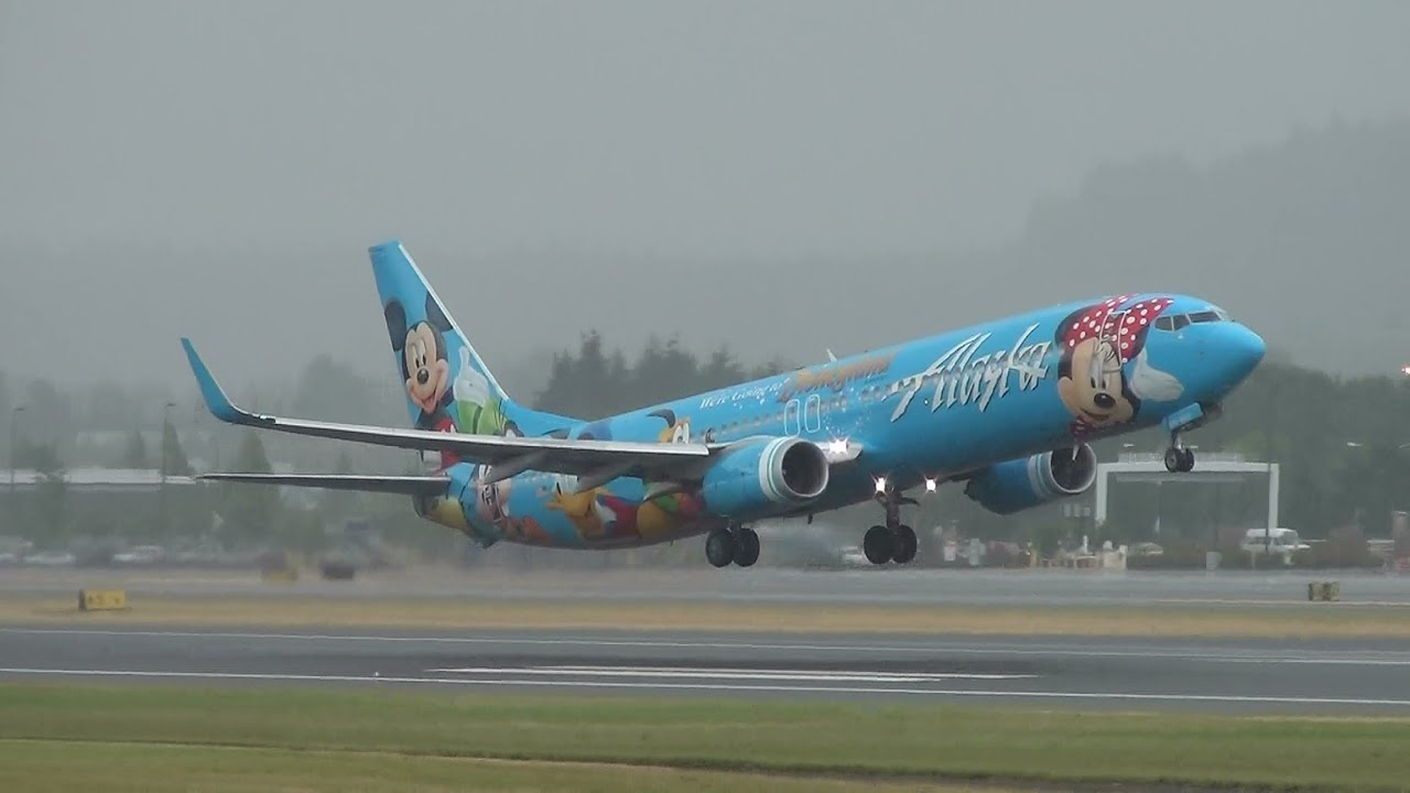 Alaska Airlines Disneyland Livery N318as 737 900 Takeoff