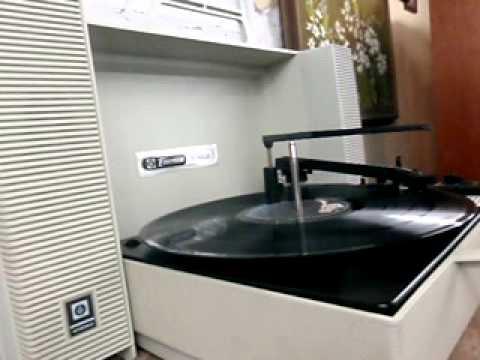 Vintage Emerson Wildcat Portable Turntable