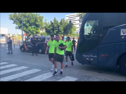 Llegada Del Autobús Del Málaga A Carranza