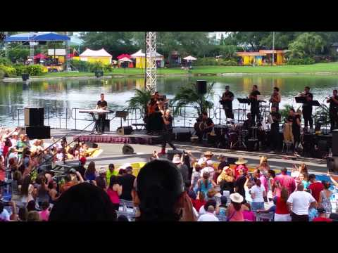 Elvis Crespo live sea world viva la musica 2015