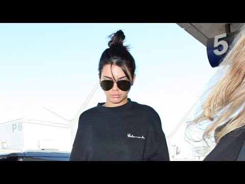 Thumbnail: Kendall Jenner Dressed Down With No Makeup At LAX Heading To Paris Fashion Week