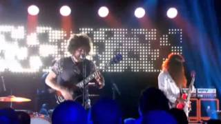 Andrew Stockdale/Wolfmother - Long Way To Go (Live at The Footy Show)
