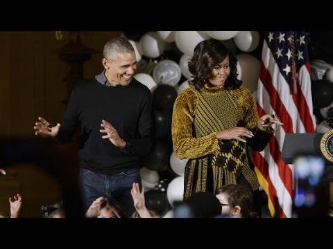 Obamas dance to 'Thriller' at White House Hallo...