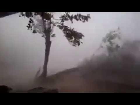 Cyclone roanu destroy in bangladesh