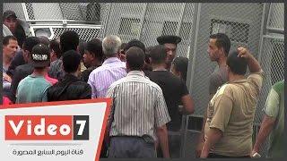 بالفيديو.. اشتباكات بين طلاب التنسيق والأمن أمام جامعة القاهرة بعد القبض على طالب