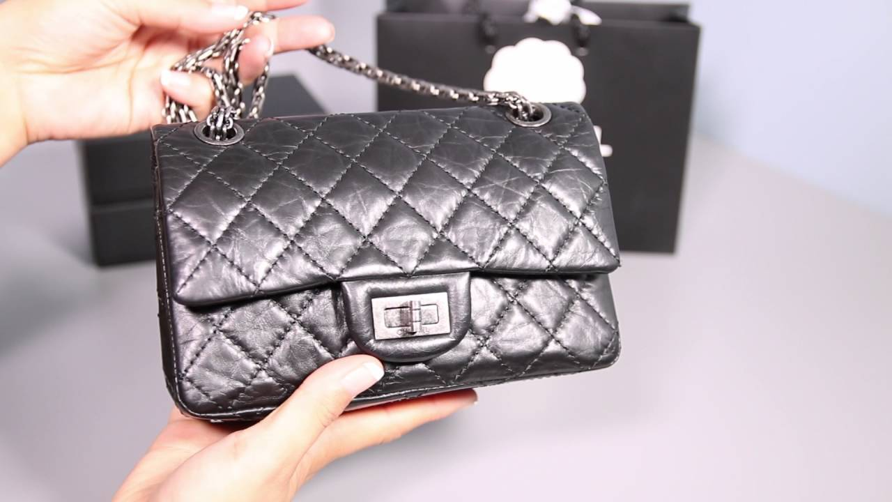1382bf24a8d5 What fits in my Chanel Reissue 224 and Louis Vuitton Pochette - YouTube