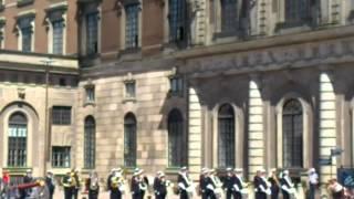 Смена почетного караула в Стокгольме(Это видео загружено с телефона Android., 2012-06-29T16:01:33.000Z)