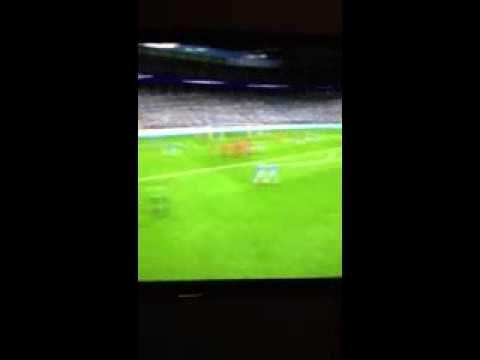 Yaya Touré Amazing Free Kick vs PSG
