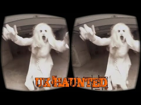 VR ghost hunt 360 degrees in night vision - in a real haunted pub