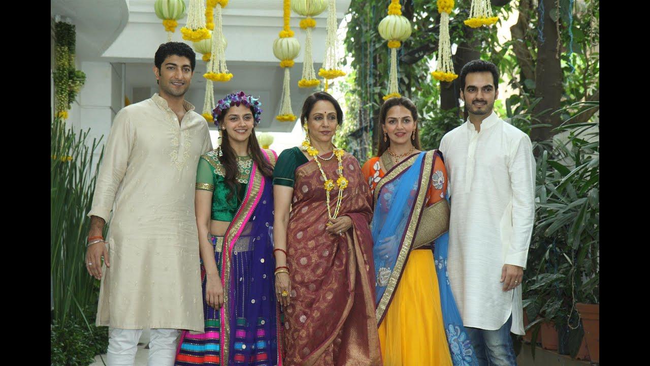 Esha Mehndi Ceremony : Hema malini esha deol at ahana s mehendi function youtube