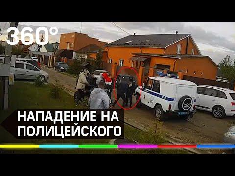 Пьяные оскорбили и ударили полицейского