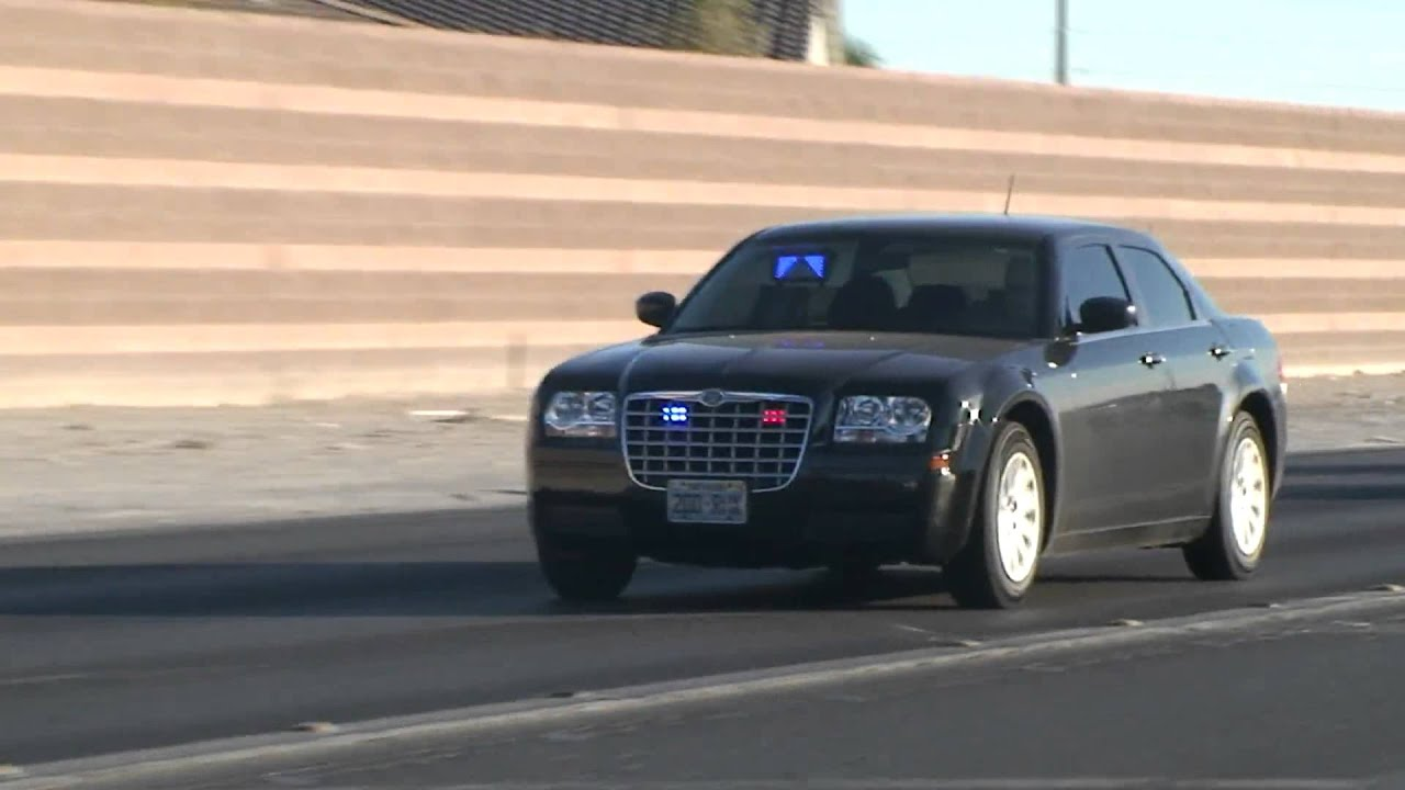 Unmarked Police Chrysler 300 Driving Code 3
