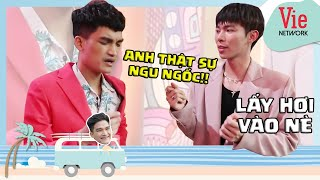 Erik instructs Mac Van Khoa singing Em Khong Sai, Chung Ta Sai
