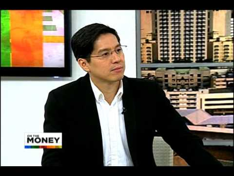 What hinders the economic growth of Mindanao?
