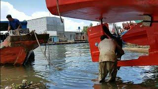 Lấy Tàu kéo Hạ Thủy Tàu Biển, Đứt Luôn 2 Cộng Dây
