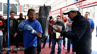 Shane Mosley hits the heavy bag w/Roberto Duran yelling for jabs & uppercuts!
