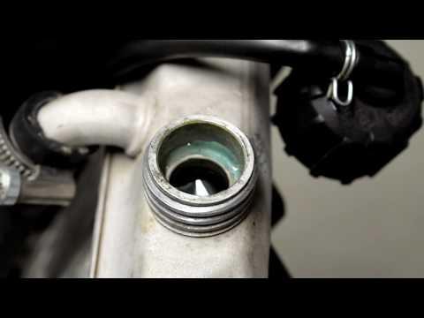 Nesteiden lisäys ja eka käynnistys - Yamaha DT projekti #9