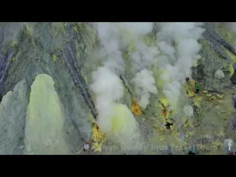 Acid Lake & Sulfur Mining Af Kawah Ijen (East Java)