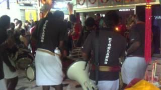 highlands urumi melam in setapak karuppan samy temple 31-12-2012