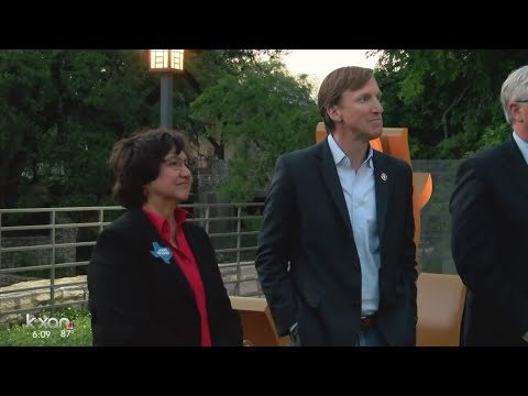 Runoff will decide who will challenge Republican Gov. Greg Abbott