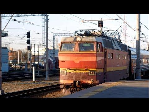 Электровоз ЧС2Т-1039 с поездом 097В Микунь – Санкт-Петербург прибывает на Ладожский вокзал