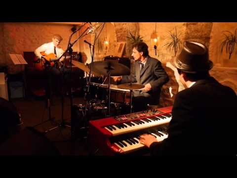 The Blue Note Organ Trio - Off to the Races