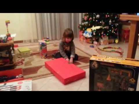 I Regali Di Natale Quando Si Aprono.Si Aprono I Regali Di Natale Youtube