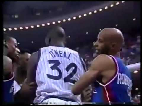 Shaq smacks Alvin Robertson, Charles Barkley reacts - 1992/93