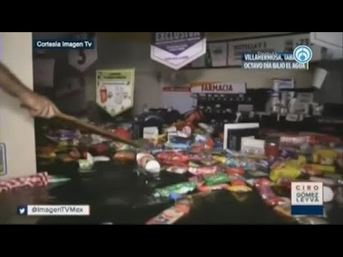 "Autoridades de Tabasco ""saquean"" OXXO inundado y reparten víveres a damnificados (VIDEO)"