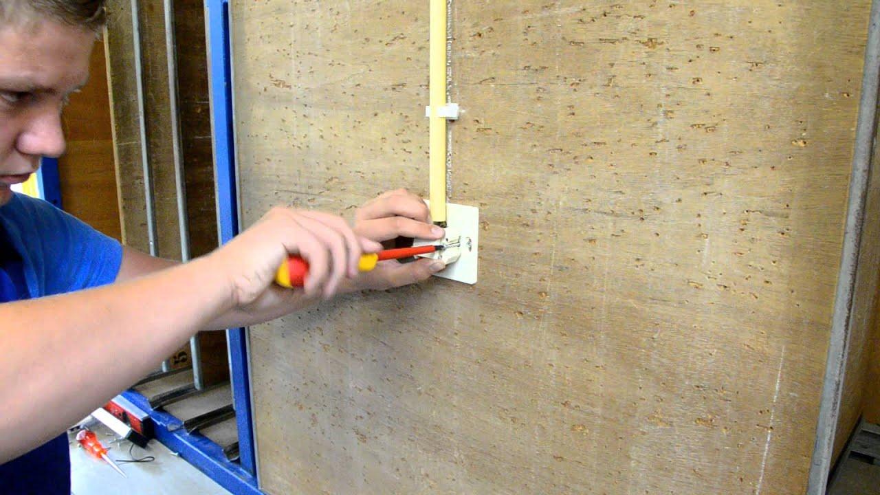 Monteren van een opbouwschakelaar op een montageplaat - YouTube